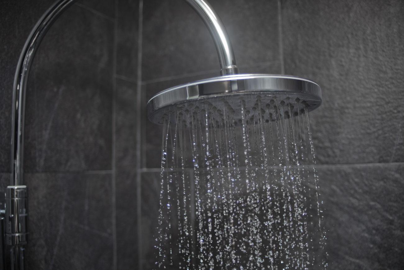 Plötzlich Kaltes Wasser Beim Duschen